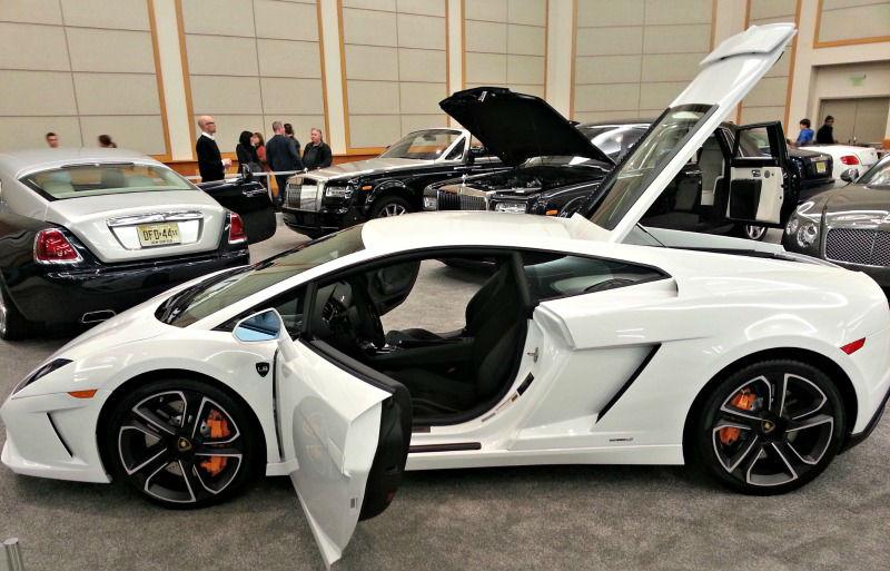 Lamborghini Huracan doors