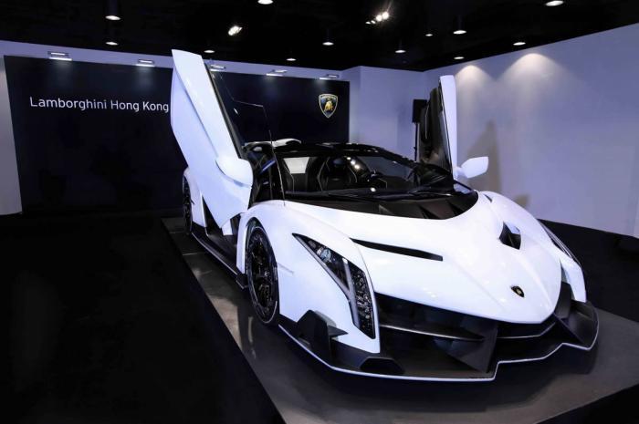 Lamborghini Veneno Roadster Arrives At A Hong Kong Dealership