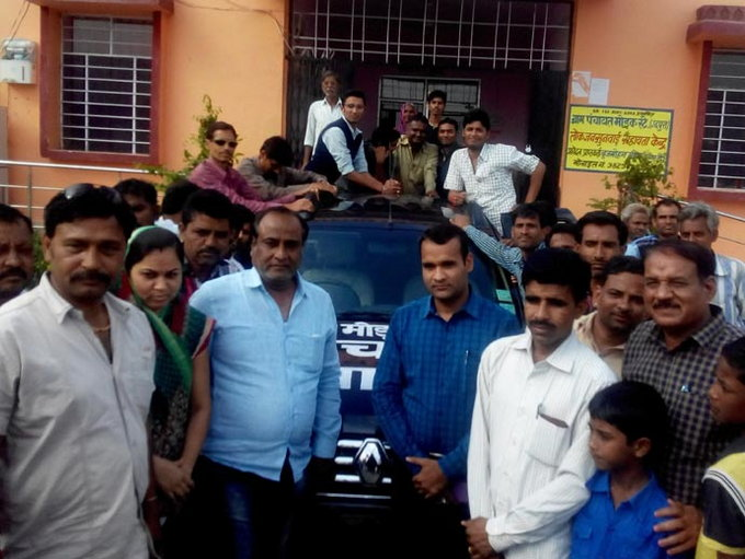Frustrated Owner Donates Renault Duster For Collecting Garbage In Rajasthan