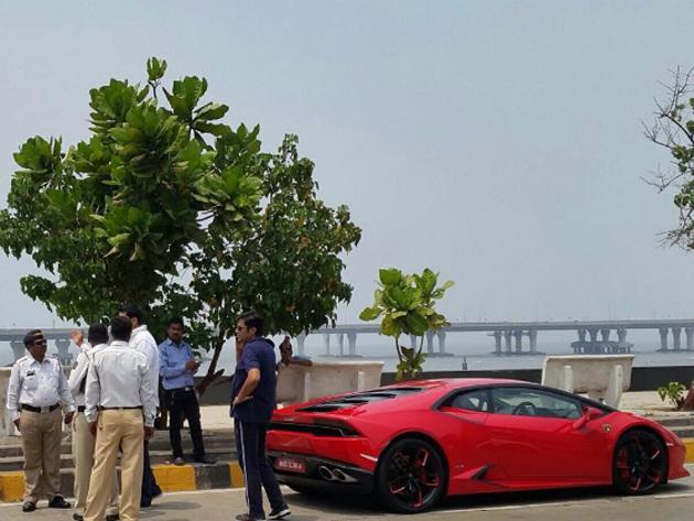 Arnab Goswami vs Lamborghini Huracan