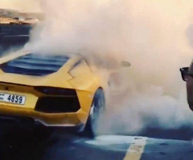 Yellow Lamborghini Aventador Burnt To Ashes In Dubai