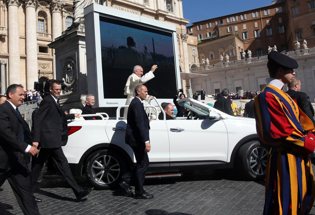 One-Off Hyundai Santa Fe Convertible Is The New Popemobile