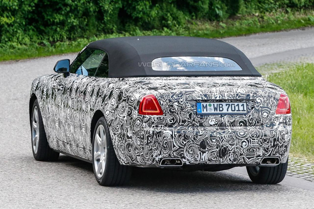 Rolls-Royce Dawn Spotted With Its Undisguised Soft Top